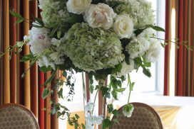 table center piece with bouquet